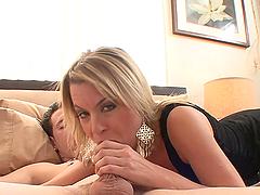 Kinky Milf Wakes A Lucky Guy With A Hard Fuck