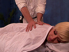 Gorgeous Cheerleader Fucked By Her Masseuse