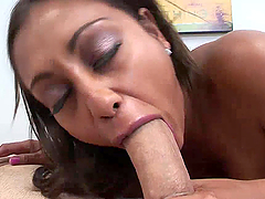 Amazing Deep Throat From A Hot Babe