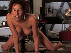 Fucking Machines Fun With A Kinky Ebony Babe