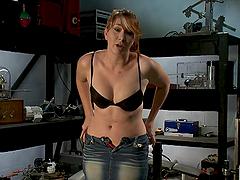 Horny Redhead Reaches Climax With A Machine