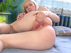 Kinky masturbation video with hot soloist!