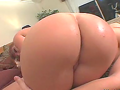 Smoking Hot Babe Has Her Huge Ass Eaten Out Before Being Fucked