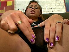 Cock sucker bitch gets a massive facial