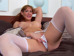 Redhead old gash with great ass & tits does solo scene