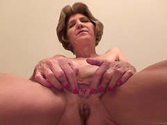 Old bitch fingers her fucking aged pussy