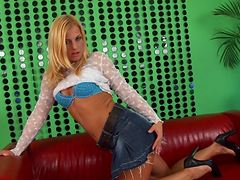 Mature slut sticks cock-shaped dildo in her cunt