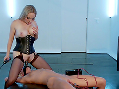 Blonde has her pussy electrocuted