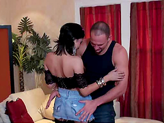 Brunette whore gives head and gets fucking nailed