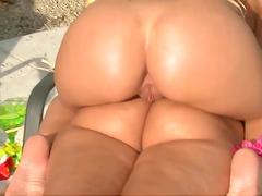 Two smokin' hot lesbian babes suckin' pussy outdoors
