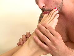 Dude gets footjob from some slut