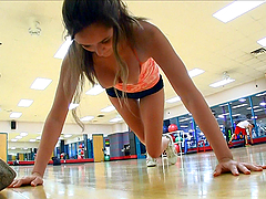 Brianna shows off her sexy body while exercizing in the gym