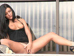 Marletta takes off her clothes in publiv