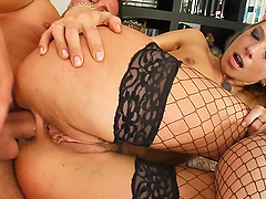 Slutty bitch gets her asshole fucked