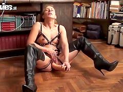 Jana Puff masturbates with a large dildo