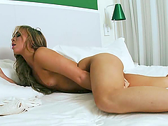 Solo fun with the horny hottie Katarina