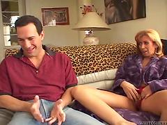 Milf gets fucked & her hairy pussy jizzed