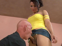 Great sex with a very horny tranny