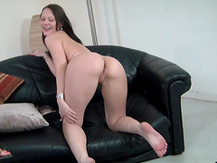 Hot bitch performs hot solo scene right here