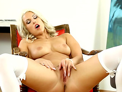 Smoking hot bitch fondles her pussy