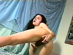 Horny babe fingers her wet pussy in vintage solo clip