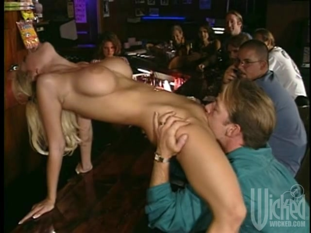 Milf Teaches Pussy Licking