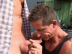 Wild outdoors dick riding between two muscular gay lovers