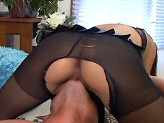 Hot ass bitch gets her fuckin' gash stuffed with cock
