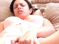 Homemade video with a girl playing with her cunt before being fucked