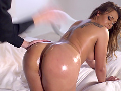 Hot ass chick Clarita Gold loves being spanked during sex