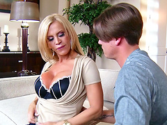 Fucking in the living-room ends with a facial for cougar Amber Lynn