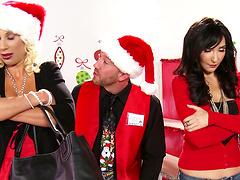 Kinky Christmas Eve sex with hot Diana Prince and Puma Swede