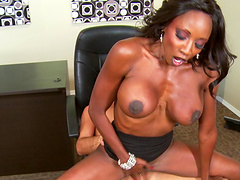 Ebony pornstar Diamond Jackson spreads her legs for a white dick
