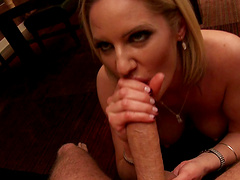 Cougar Zoey Holiday gives an amazing blowjob before having sex