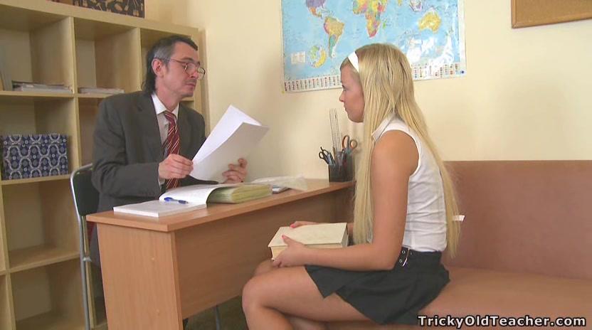 russkaya-studentka-sdala-naturoy
